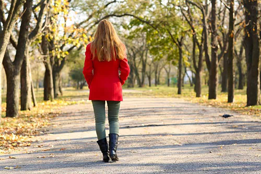 donna-che-cammina